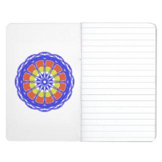 Modelo colorido del círculo del caleidoscopio cuadernos grapados