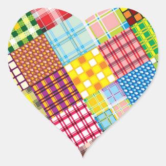Modelo colorido del remiendo pegatina en forma de corazón