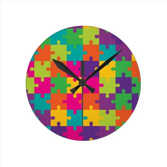 Modelo colorido del rompecabezas reloj redondo mediano