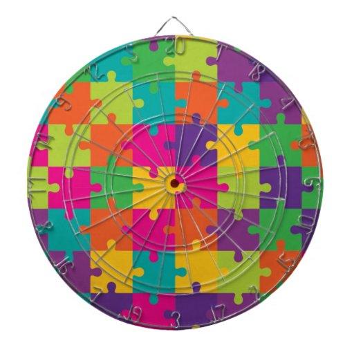 Modelo colorido del rompecabezas tablero dardos