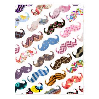 Modelo colorido divertido lindo de los bigotes postal