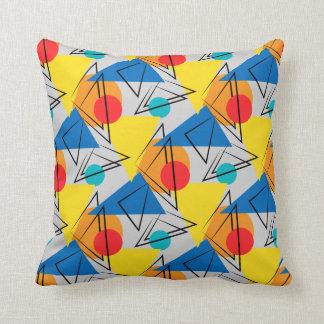 Modelo colorido geométrico contemporáneo retro almohada