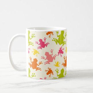 Modelo colorido lindo de las ranas taza de café