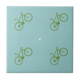 modelo con clase de la bicicleta azulejo cuadrado pequeño