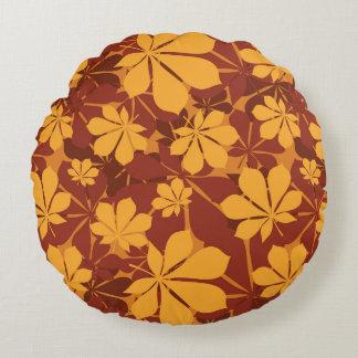 Modelo con las hojas de la castaña del otoño cojín redondo
