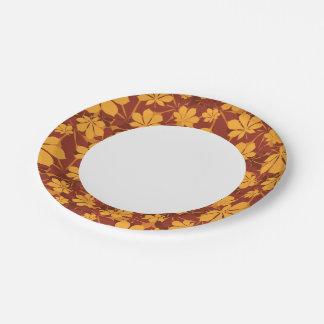Modelo con las hojas de la castaña del otoño plato de papel