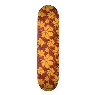 Modelo con las hojas de la castaña del otoño skateboards