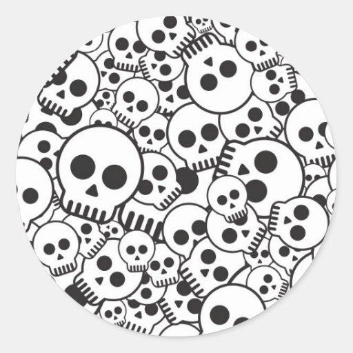 Modelo con los cráneos pegatina redonda