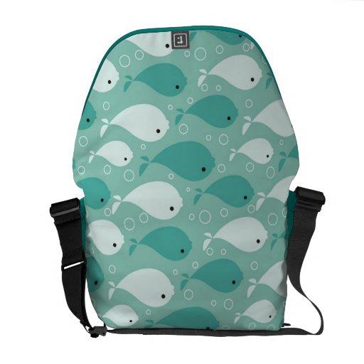 modelo con los pescados bolsas messenger