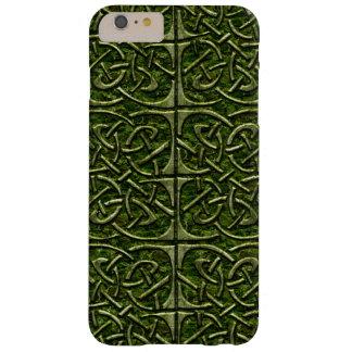 Modelo conectado piedra cubierto musgo del Celtic Funda Barely There iPhone 6 Plus