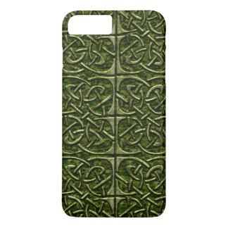 Modelo conectado piedra cubierto musgo del Celtic Funda iPhone 7 Plus