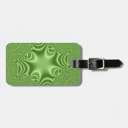 Modelo cruzado abstracto verde etiquetas maletas