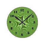 Modelo cruzado abstracto verde relojes de pared