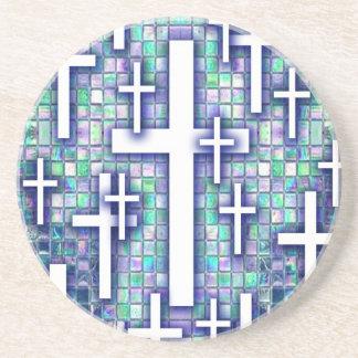 Modelo cruzado del mosaico en tonos azules y púrpu posavaso para bebida