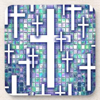 Modelo cruzado del mosaico en tonos azules y púrpu posavasos de bebidas