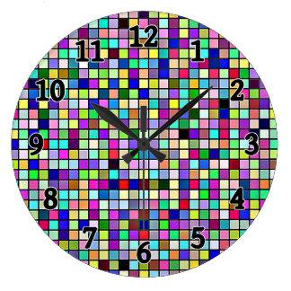 Modelo cuadrado de las tejas de los colores y de reloj redondo grande