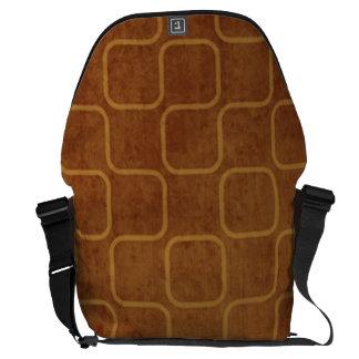 Modelo cuadrado retro anaranjado sucio bolsa messenger