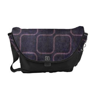 Modelo cuadrado retro púrpura sucio bolsa messenger