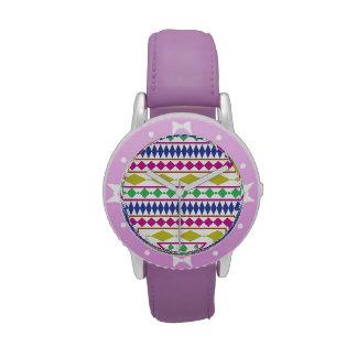 Modelo de ensayo geométrico femenino colorido relojes