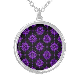 Modelo de estrella púrpura y negro pendientes
