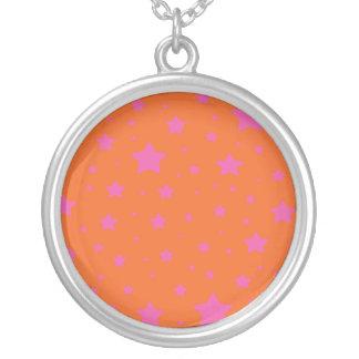 Modelo de estrellas anaranjado y rosado colgante redondo