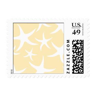 Modelo de estrellas de mar en blanco y amarillo estampilla