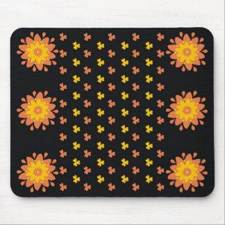 Modelo de flores amarillo y anaranjado Mousepad