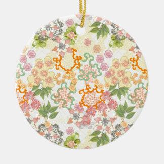 Modelo de flores de la cabaña del verano adorno redondo de cerámica