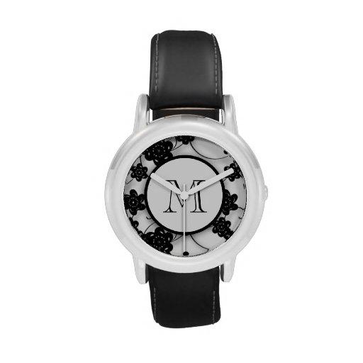 Modelo de flores negro lindo de la MOD, su inicial Relojes