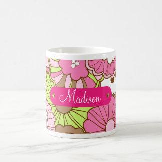 Modelo de flores verde rosado conocido taza clásica