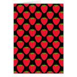 Modelo de fresas rojas en negro tarjeton