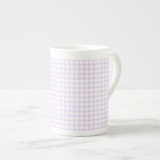 Modelo de Houndstooth - púrpura de la lila Taza De Porcelana