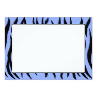 Modelo de la cebra en fondo azul claro invitación 12,7 x 17,8 cm