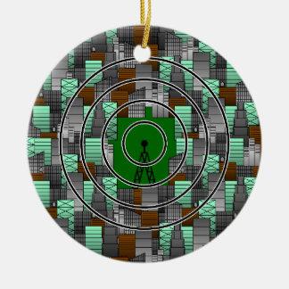 Modelo de la ciudad con la torre de radio adorno navideño redondo de cerámica