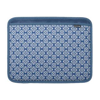 Modelo de la flor de lis en azul y blanco funda para macbook air