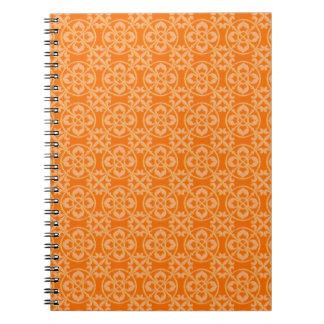 Modelo de la flor de lis en naranja cuaderno