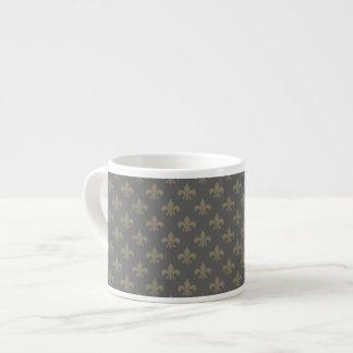 Modelo de la flor de lis taza espresso