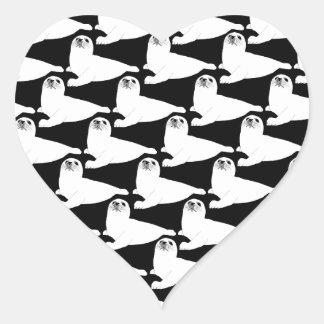 modelo de la foca de Groenlandia del bebé en negro Pegatina En Forma De Corazón