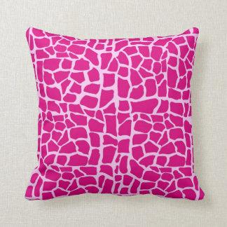 Modelo de la jirafa de las rosas fuertes almohada