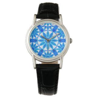 Modelo de la mandala, azul de cobalto, turquesa y reloj de mano