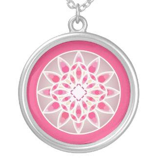 Modelo de la mandala en rosa, blanco y gris colgante redondo