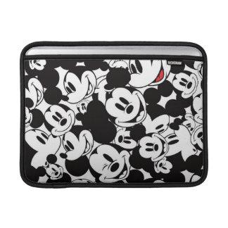 Modelo de la muchedumbre de Mickey Mouse el   Fundas Para Macbook Air