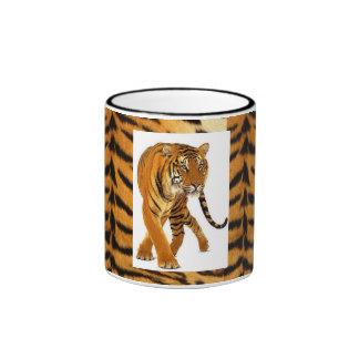 Modelo de la piel del tigre, tigre que ronda. taza a dos colores