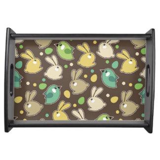 modelo de la primavera con los huevos de Pascua, Bandeja