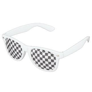 Modelo de las carreras de coches/del ajedrez + su lentes de sol