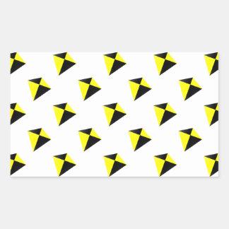 Modelo de las cometas del diamante amarillo y pegatina rectangular