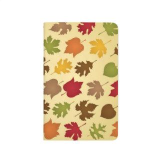 Modelo de las hojas de otoño del color de la caída cuaderno