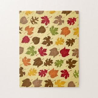 Modelo de las hojas de otoño del color de la caída rompecabeza con fotos