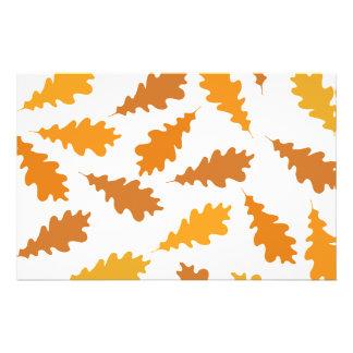 Modelo de las hojas de otoño tarjetón