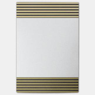 Modelo de las rayas negras de la hoja de oro notas post-it®